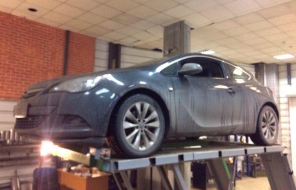 Opel Astra GTC - замена гофры глушителя