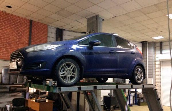 Ford Fiesta - установка прямоточной банки и насадки.