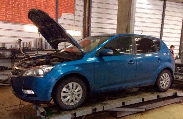 Kia Ceed удаление катализатора и установка пламегасителя. Установка обманки Евро 4.
