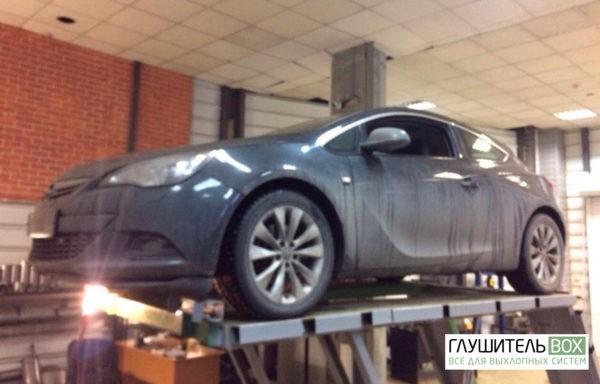 Opel Astra GTC - замена гофры глушителя.