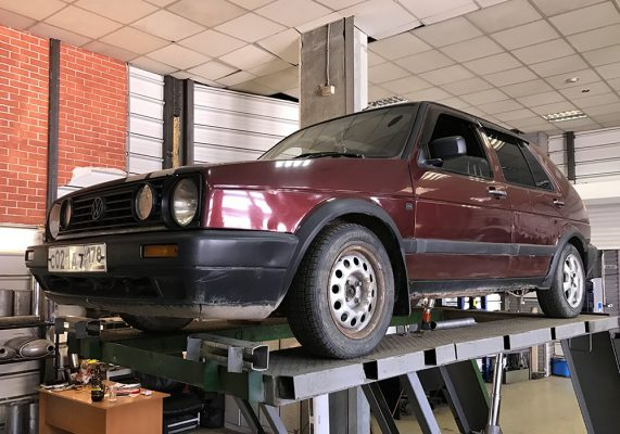 Volkswagen Golf 2 – замена резонатора
